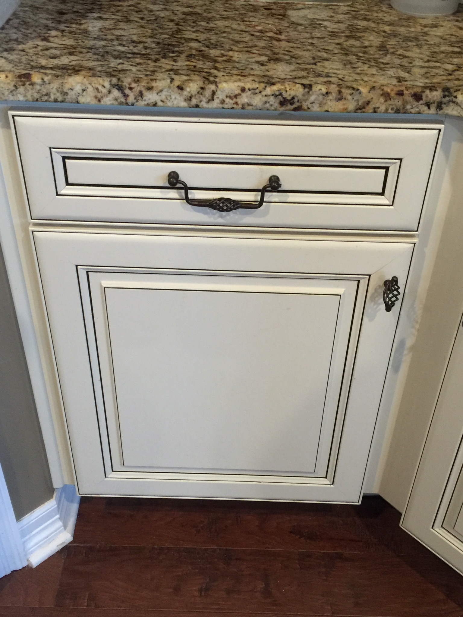 Cabinet refinishing latex paint stain tips tricks milk for Best latex paint for kitchen cabinets